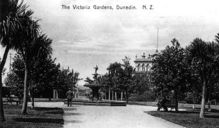 Queens Gardens Postcard